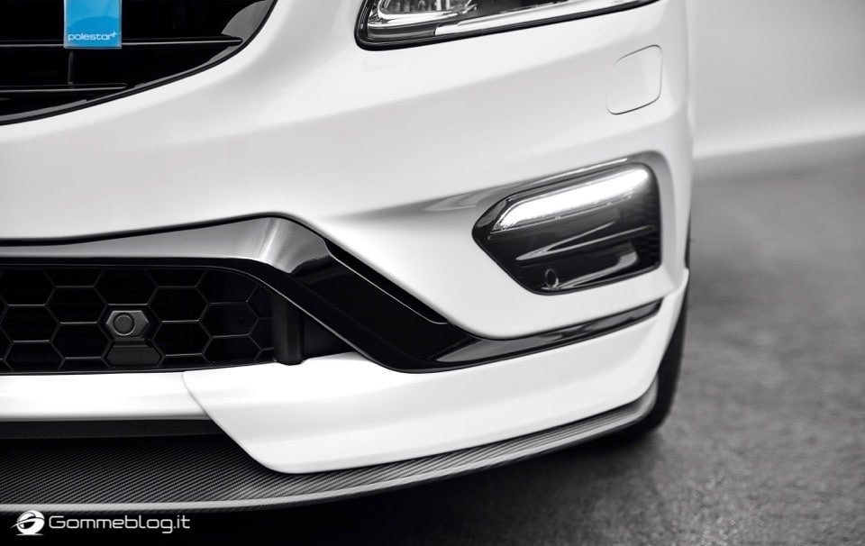 Volvo S60 e V60 Polestar: 367 CV, Aerodinamica Evoluta e Fibra di Carbonio 24