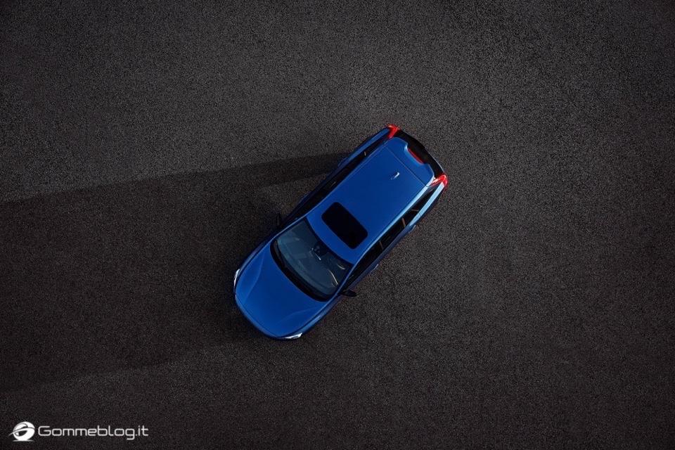 Volvo S60 e V60 Polestar: 367 CV, Aerodinamica Evoluta e Fibra di Carbonio 21