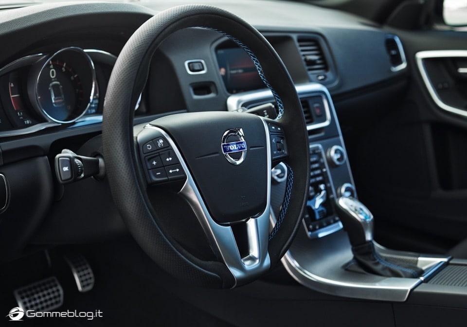 Volvo S60 e V60 Polestar: 367 CV, Aerodinamica Evoluta e Fibra di Carbonio 36