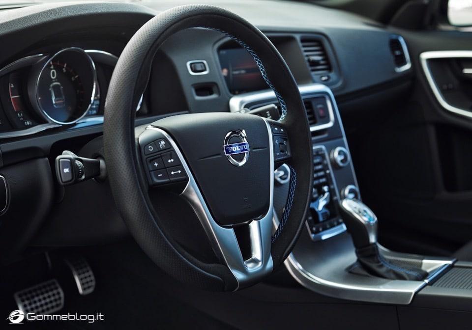 Volvo S60 e V60 Polestar: 367 CV, Aerodinamica Evoluta e Fibra di Carbonio 13