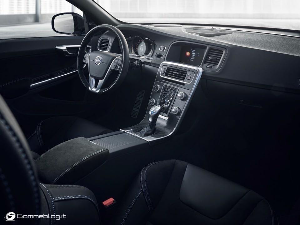Volvo S60 e V60 Polestar: 367 CV, Aerodinamica Evoluta e Fibra di Carbonio 14
