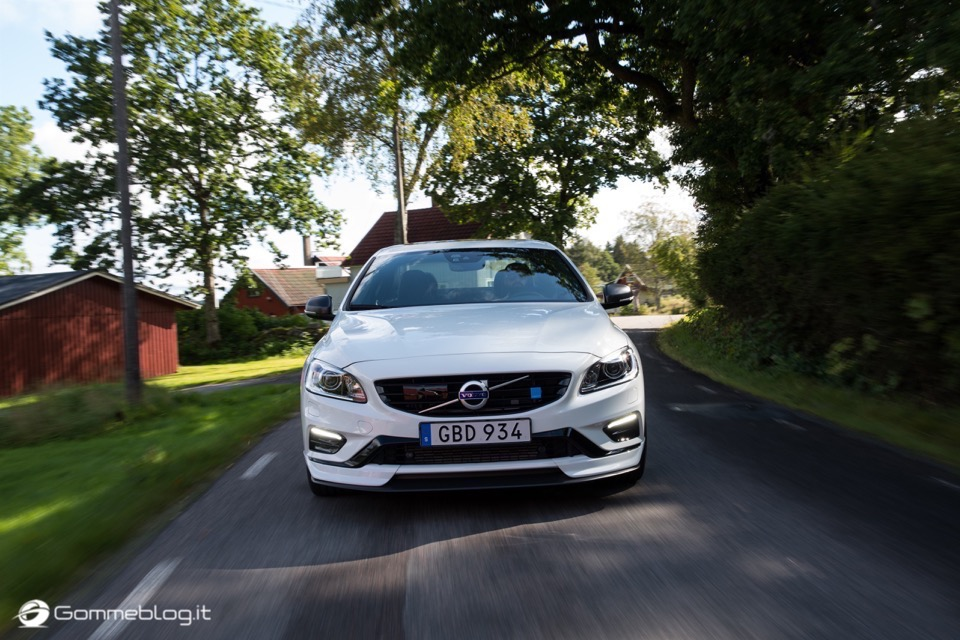 Volvo S60 e V60 Polestar: 367 CV, Aerodinamica Evoluta e Fibra di Carbonio 33