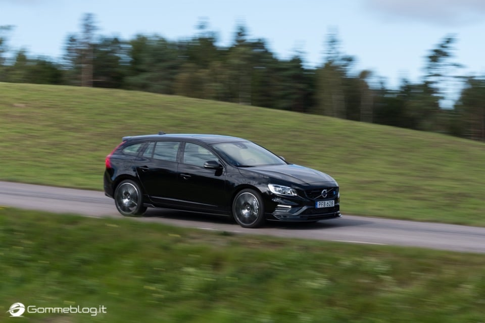 Volvo S60 e V60 Polestar: 367 CV, Aerodinamica Evoluta e Fibra di Carbonio 29