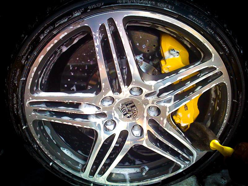 Protezione di cerchi e pneumatici: le linee guida del detailing 13
