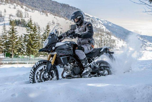 Guidare la moto in inverno, grazie a Metzeler si può 1