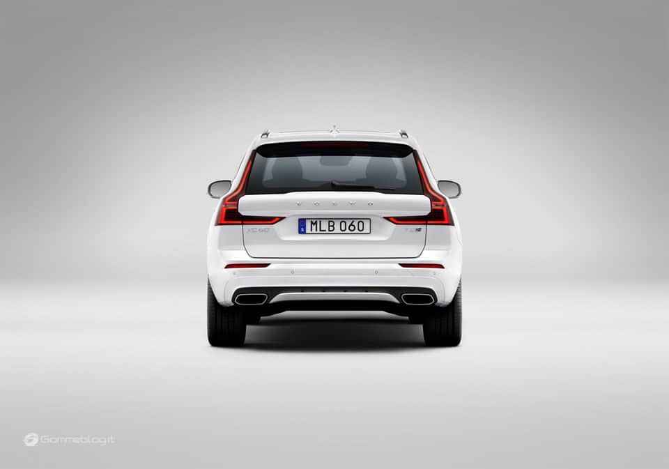 Volvo XC60 T8 Twin Engine: il SUV di lusso Hybrid da 407 CV [VIDEO] 16
