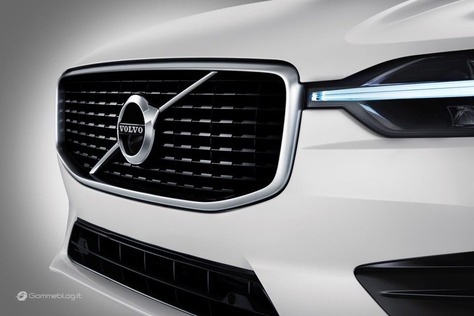 Volvo XC60 T8 Twin Engine: il SUV di lusso Hybrid da 407 CV [VIDEO] 17