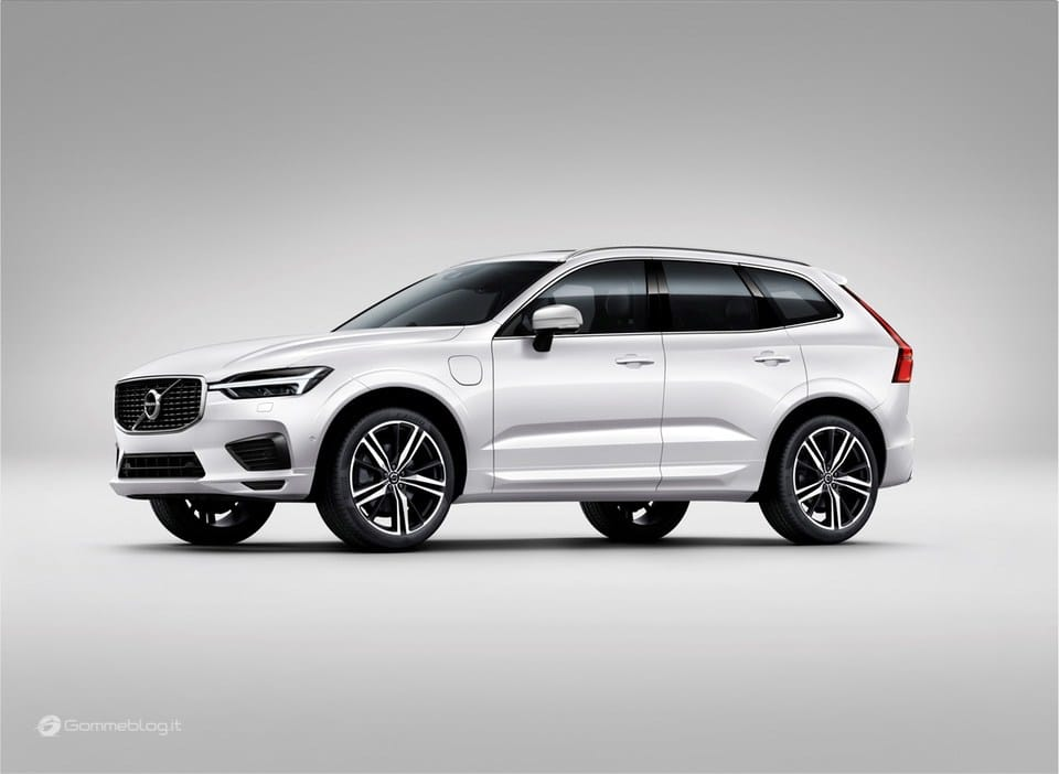 Volvo XC60 T8 Twin Engine: il SUV di lusso Hybrid da 407 CV [VIDEO] 18