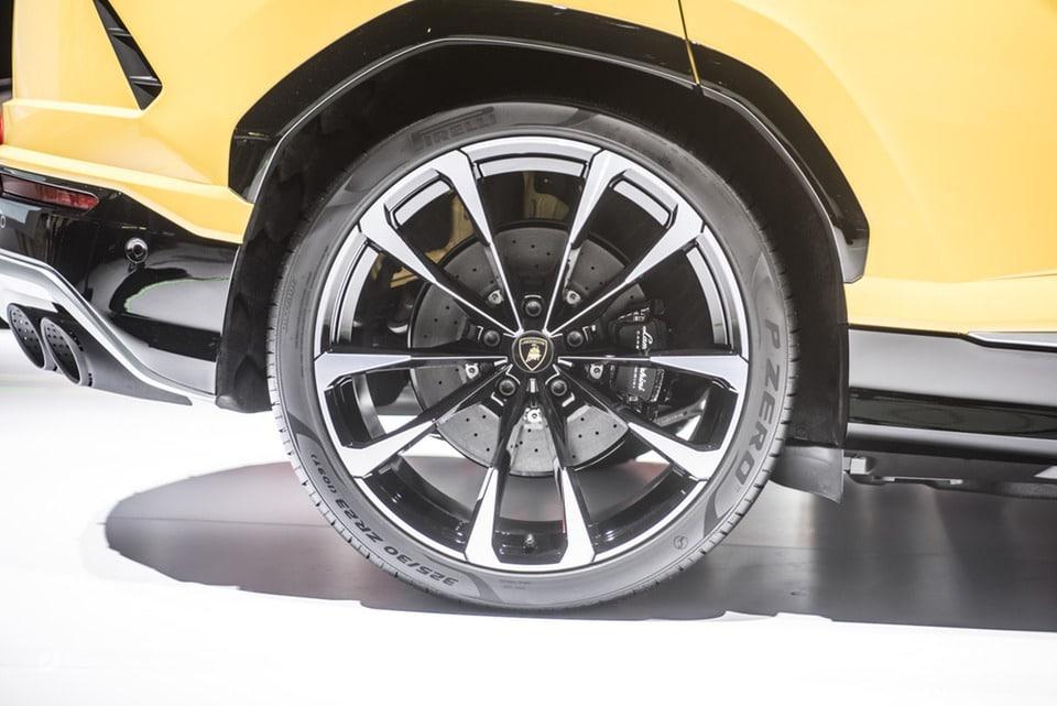 Pneumatici Pirelli: il 60% delle Supercar calza Gomme PZero 4