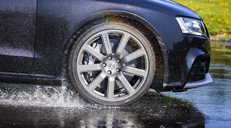 Come evitare l'aquaplaning: cosa fare quando si guida sotto lo pioggia 4