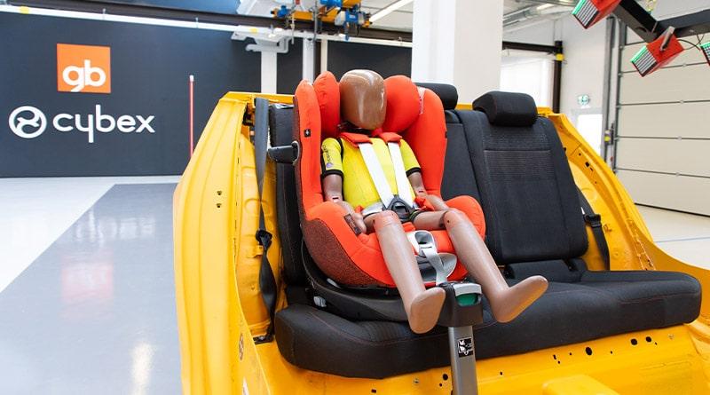 Cybex inaugura il proprio nuovo Centro Crash Test per Seggiolini Auto 5