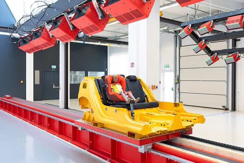 Cybex inaugura il proprio nuovo Centro Crash Test per Seggiolini Auto 10