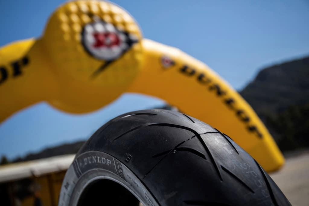 """Pneumatici Moto 2019: Dunlop SportSmart 3, la gomma che """"sfida le regole"""" 3"""