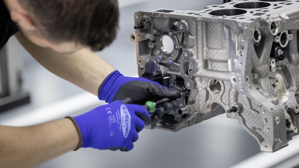 Mercedes-AMG: Nuovo motore 2.0 da 421 CV (M 139) 4