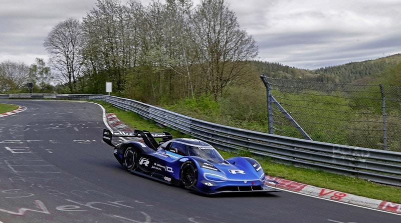 Volkswagen ID.R: Record Elettrico al Nürburgring. 6:05,336 minuti 1