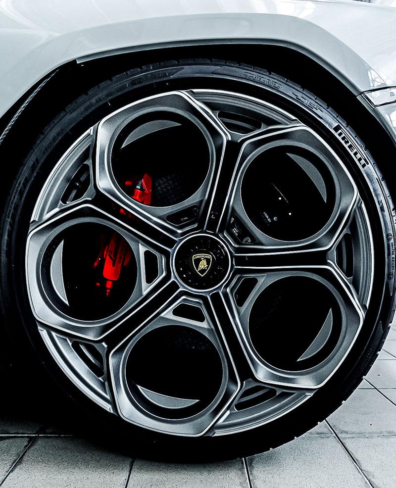 Pirelli e Lamborghini Countach: 50 Anni Insieme 1